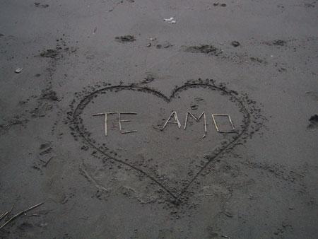 Resultado de imaxes para te quiero sobre arena de la playa
